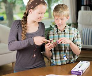 kids using littlebits kit